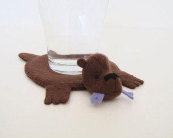 Bär Teppich Coaster (Set 4)    Hergestellt aus Filz, wird dieser Bär-Teppich-Achterbahn Ihre Tischplatten vor heißen Kaffeebecher oder eiskalt Gläser
