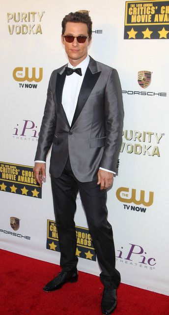 Matthew McConaughey looked super cool in a gray Lanvin suit at 2014 Critic's Choice Awards! | Trend 911