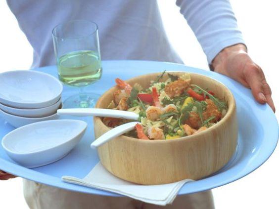 Nudelsalat ist ein Rezept mit frischen Zutaten aus der Kategorie Kochen. Probieren Sie dieses und weitere Rezepte von EAT SMARTER!