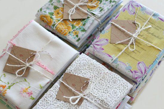 ¿Invitarías a tus amigos a tu boda con un pañuelo?