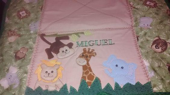 Trocador de bebê em patchwork. Confeccionado em tecido 100% algodão, estruturado com manta R2, plastificado em um dos lados. tema e cor a escolha do cliente. R$ 65,00