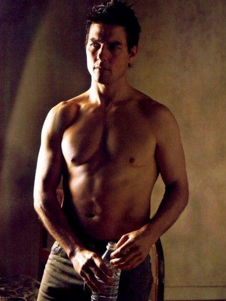 上半身裸のトム・クルーズ