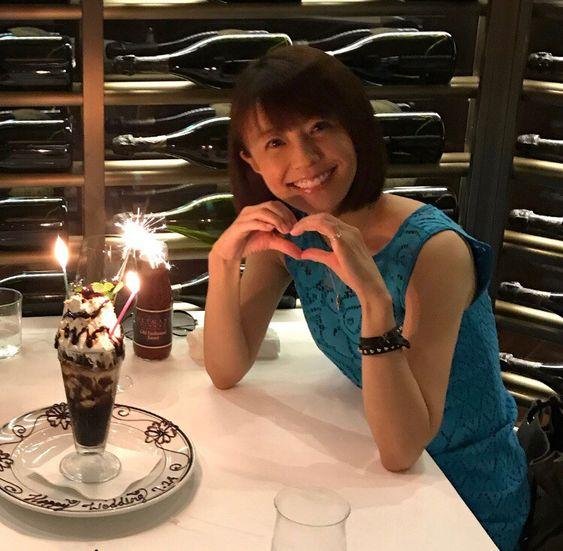 小林麻耶ディナーでかわいいポーズ!