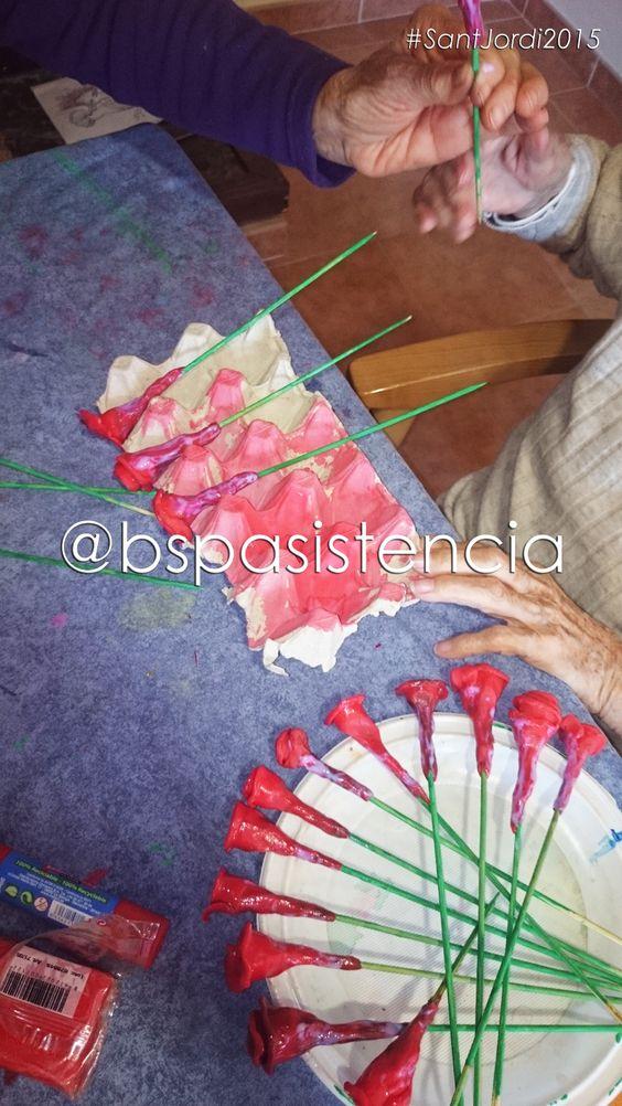 Residencias en Directo: Treballant per a les Roses de #SantJordi2015 a #ResidencieCalonge Equipo @BSPasistencia #María http://facebook.com/bspasistenciasl