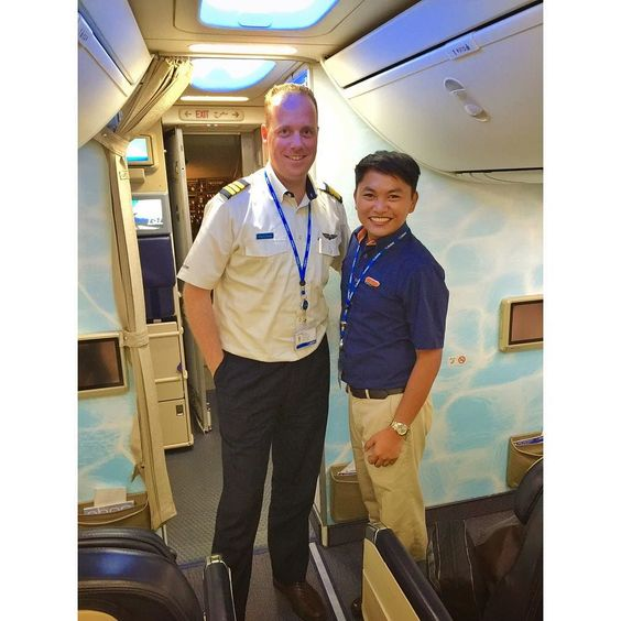 Whooooaaaahhhh! This is such a privilege to be able to get an up close photo with the famous Instagrammer Franz @dutchbird757 An after flight photo coming from a layover in Colombo Sri Lanka! Thank you! It was a pleasure working with you. #srilanka #dutch #Travel #emirates #flydubai #cabincrew #crewfie #crewlife #a380 #airbus #boeing #flightattendant #flightattendantproblems #discover #selfie #backpacker #philippines #photooftheday #gopro #life #mydubai #dubai #avgeek #pilotlife #boeing737…