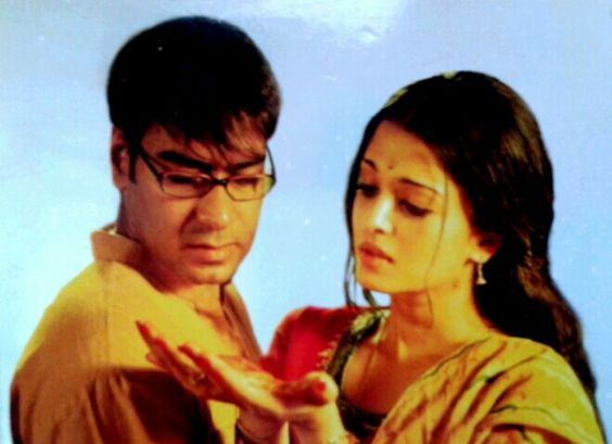 Ajay Devgn and Aishwarya Rai Bachchan - Raincoat