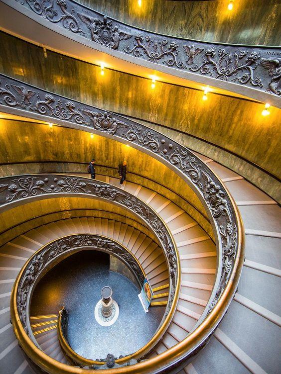 Spiral Staircase son escalones anchos porque por ellos subía el papa con su caballo. Estas escaleras llevan al museo del Vaticano
