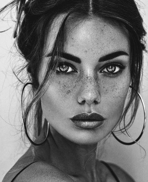 Visage Femme Noir Et Blanc Photos and Premium... - Getty Images