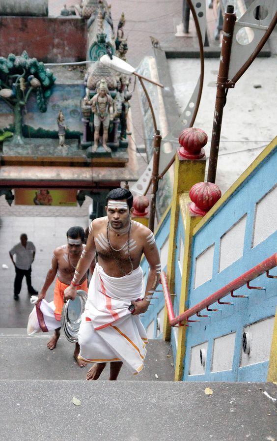 sadhu at Batu caves kuala Lumpur http://www.365-days-in-paradise.com