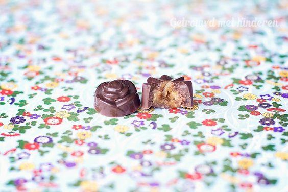 Paleo Chocola met caramel. Linda, van Happy Healthy Linda(ze is inmiddels gestopt met haar blog), en ik delen een paar passies: lekker en gezond eten, bloggen en chocola! :) We wisselen vaak ideeën uit en praten vaak over e…