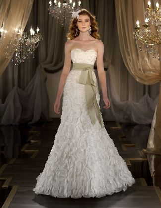 Wedding accessories wedding and accessories on pinterest for Wedding dress boutiques dallas