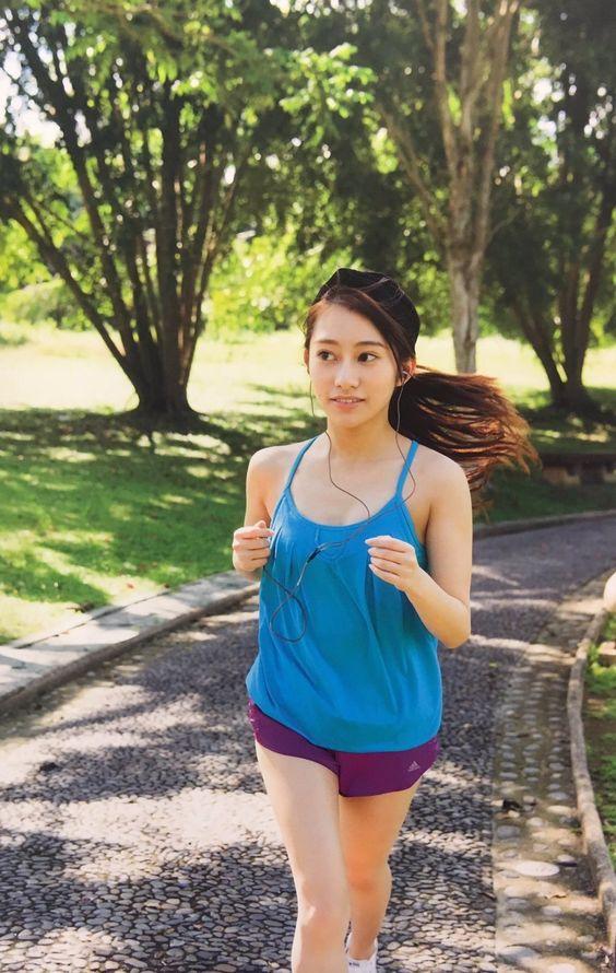 ジョギングをする桜井玲香のかわいい画像
