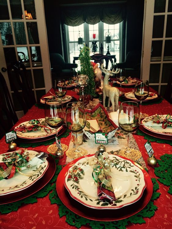 60 Best Christmas Table Decor Ideas For Christmas 2019 Where Traditions Meets Grandeur Christmas Dining Table Christmas Table Christmas Dining Table Decor
