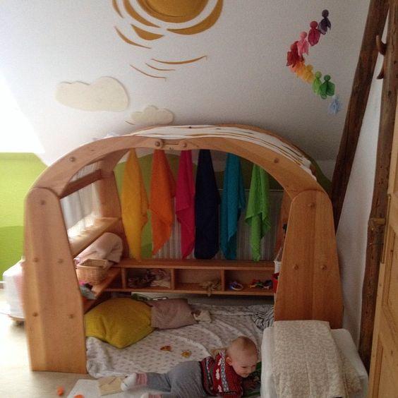 Den Spielständer liebt unser Fräulein Honig jetzt schon, obwohl sie noch so klein ist! #livipur #spielständer #eulenmeisterei