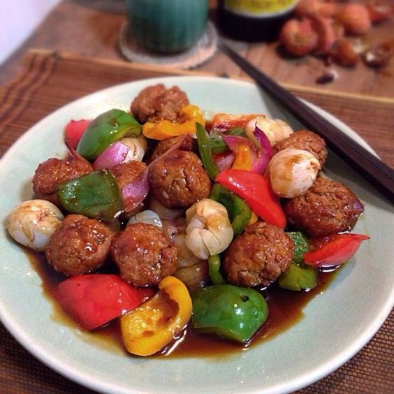 Lychee is my favourite fruit,here are a few ideas to incorporate them into a savory dish. - 367件のもぐもぐ - Sweet and sour meatball with lychee by rick chan