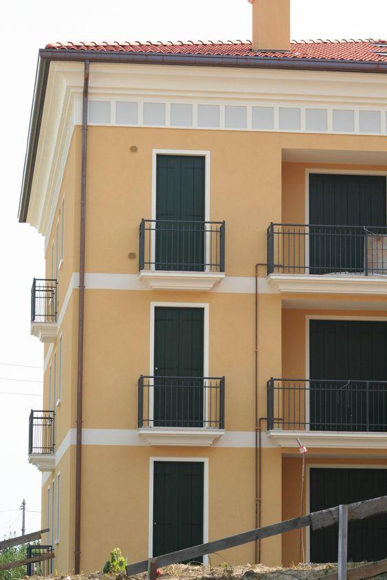Angolari bugnati cornicioni per gronda decorazioni finestre profili decorativi per finestre - Cornici finestre in pietra ...