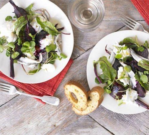 Beetroot & mozzarella salad with maple dressing