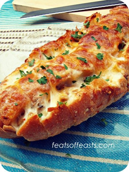 Pull-apart Bread with 3 Cheeses - I'm pretty sure any guest would appreciate this appetizer!