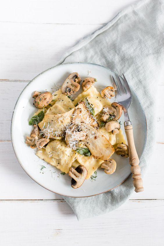 Selbstgemachte Pasta: Pilz-Ricotta-Ravioli mit Salbeibutter   Dreierlei Liebelei   Bloglovin'