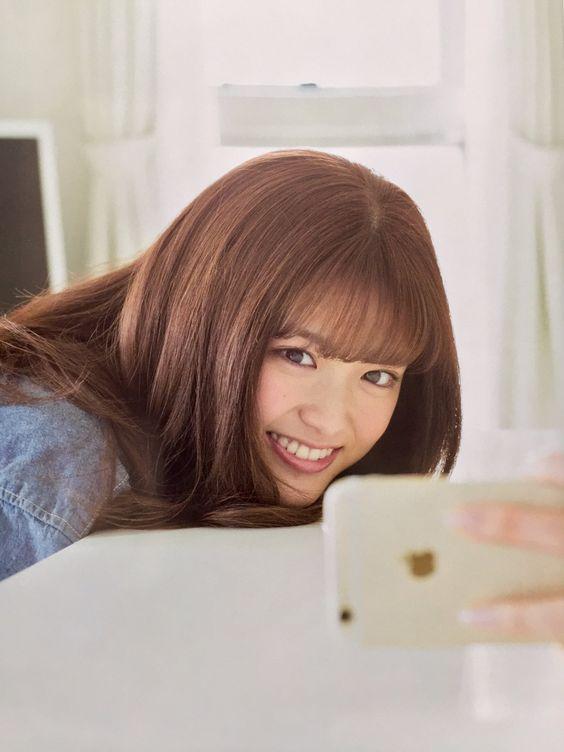 にっこりと微笑む松村沙友理
