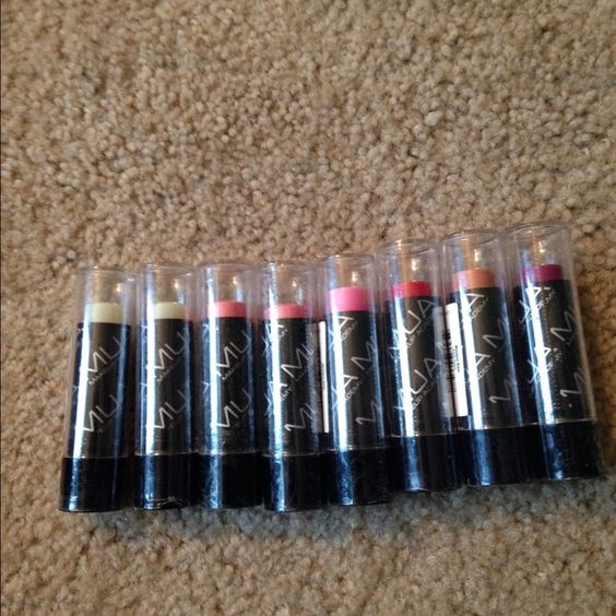 Lip Moisture Balm Mixed Bundle of 8- New! #2 This bundle includes 8 new and sealed lip balms, the brand is Makeup Academy. 2-Clear Mint, 2-Pink Lemonade, 1-Fruit Punch, 1-Peach, 1-Cherry, 1-Grape. Makeup Academy Makeup Lip Balm & Gloss