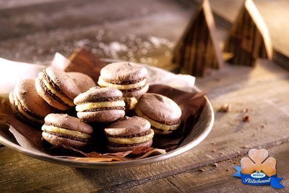 Schoko-Macarons mit Vanille-Kokos-Creme