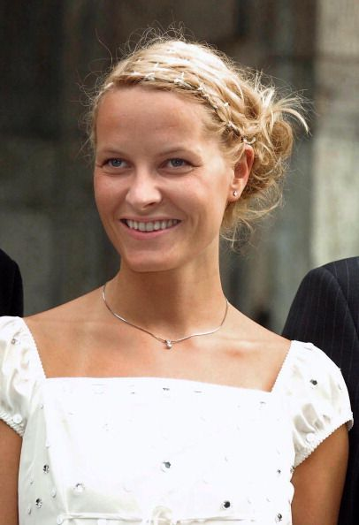 Mette-Marit Tjessem Høiby; photocall at Skaugum before a private party for friends and young royals as part of the pre-wedding celebrations, August 23rd 2001; wedding of Crown Prince Haakon of Norway and ms. Mette-Marit Tjessem Høiby, August 25th 2001
