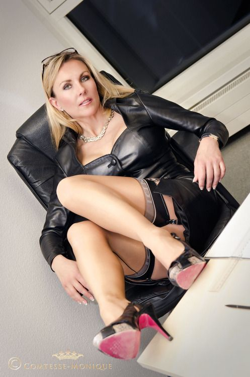 ffilthy blonde mature stockings