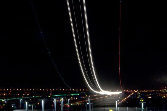 Long-exposure airplane photography: Exposure Airplane, Airplane Long, Long Exposure Photography, International Airport, Airplane Photography, Airport Runway
