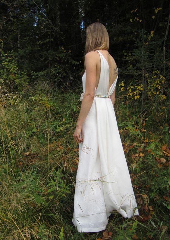 #WeddingDress #springbride #summerbride by creative studio #Sprayfun #madeinFrance #ecodesign #ecobride #handprinted #linenbride #linengown #specialorder #whitegown #nakedbackweddingdress sprayfun.fr