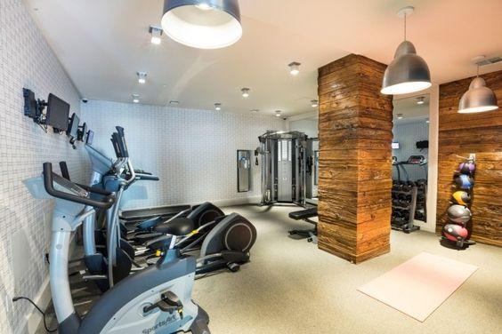 heim-fitness deko tapeten holz wand säule verkeidung mini gym - ideen heim fitnessstudio einrichten
