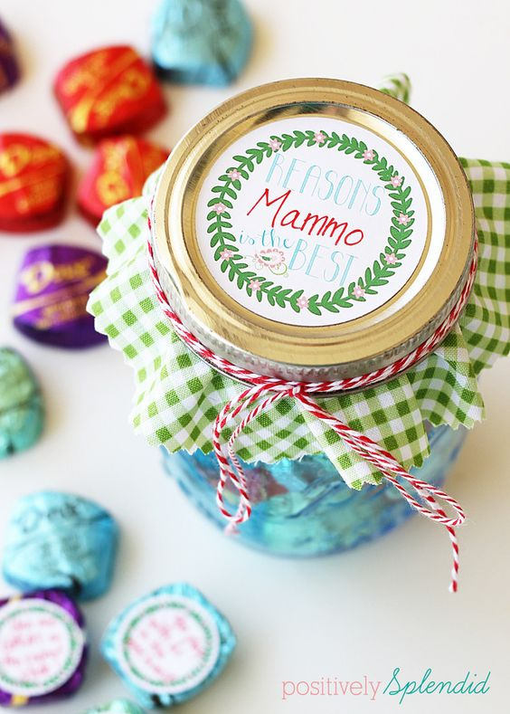 Mason jar Mothers' Day gift - Affix tags with reasons Mom is loved and appreciated to Dove chocolate and package in a pretty jar. A perfect gift for kids to make! #SharetheDOVE