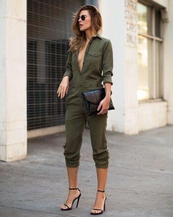 O verde militar renovou seu lugar entre as cores apostas para o outono/inverno. Saiba como usar, como combinar e conheça as peças que vão elevar seu look.: