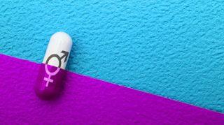 """Uma Pílula para dois sexos?  Já imaginou uma pílula anticoncepcional sem hormônios, que pudesse ser tomada tanto por homens como por mulheres? Cientistas americanos estão investindo em uma linha de pesquisa inédita, que busca uma molécula capaz de bloquear o fornecimento de """"combustível"""" para os espermatozoides, impedindo assim que eles tenham força para alcançar o óvulo.  A primeira etapa foi a identificação de uma proteína (ABHD2), que está envolvida com o fornecimento de energia"""
