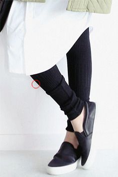 Today's Hot Pick :Ribbed Knit Basic Stretch Leggings http://fashionstylep.com/SFSELFAA0006026/aurajen/out Enjoy these comfortable leggings with a ribbed design that gives it texture and style. Wear with oversized tops or use as underlay for skirts for a girlish look. Looks great with most styles of shoes. - Ribbed - Knit wear - Casual wear - Color: Ivory, Black, Navy, Charcoal