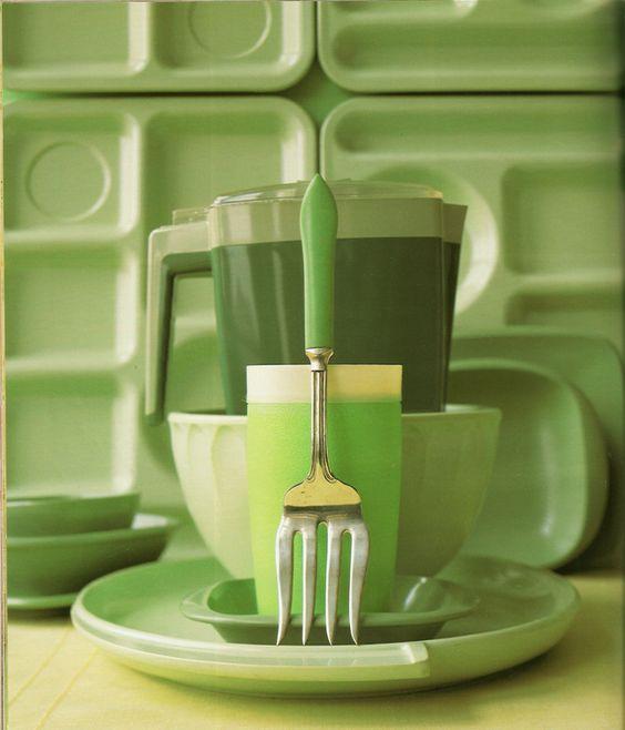 1940s plastic dinnerware: Bootonware and Arrowhead