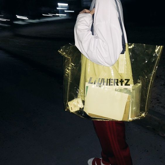 Yellow Trendy Clear Bag Summer Fashion Big Tote Bag #outfitoftheday #lookoftheday #fashionblogger #photooftheday #pvc #bucketbag #clearbagtrend #pvcbag #pvcbagtrend #clearbag #clearpurse #handbag #handbagaddict #purseaddict #bagtrendy #bagtrends