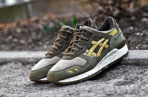 Con un verde casi militar llegan las nuevas zapatillas de Asics. #zapatillas #asics #tenis2015 #zapatillastendencia #tendencia2015