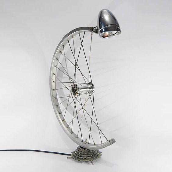 Sabia que quando a bicicleta quebra ou fica velha demais, ela ainda pode ser usada no décor?   Confira essas sugestões que selecionamos para você: