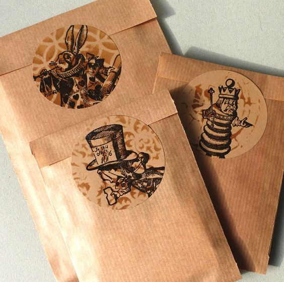 Alice in Wonderland Chess king  rubber stamp / Chess by MAKIstamps