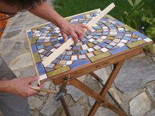 Dos mesas de mosaico, paso a paso | Hacer bricolaje es facilisimo.com