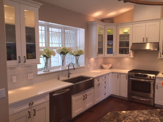 White shaker style kitchen cabinets with Hickory Hardware Studio ...