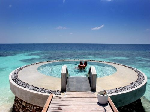 Private pool in the middle of the ocean, Maldives