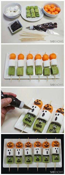 En vez de decorar todo el restaurante opta para crear divertidos pinchos como estos para Halloween :):