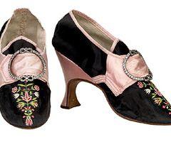 fantastic shoes!: Antique Shoes, Shoes English, Embroidered Black, Vintage Shoes, Black Silk, Silk Shoes, 1700 S, Shoes Black