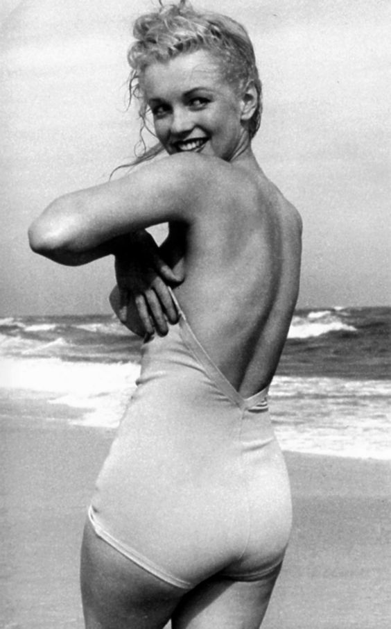 Marilyn Monroe photographed by Andre de Dienes in 1949: