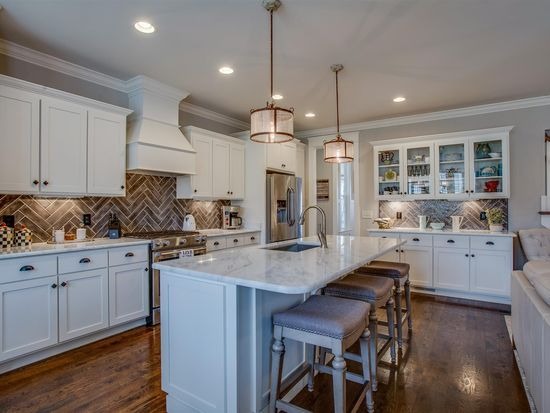 2033 Lewisburg Pike Franklin Tn 37064 Zillow In 2020 Southern Living House Plans Kitchen Renovation Renting A House