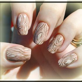 Nails. \ parece madera \ COMO HACERLO por la autora: i used a base polish from wet n wild from their spoiled collection called show me some skin..for the wood effect i hand painted using acrylic paints ... tan and brown colors.i used a thin detailing brush to create thin lines