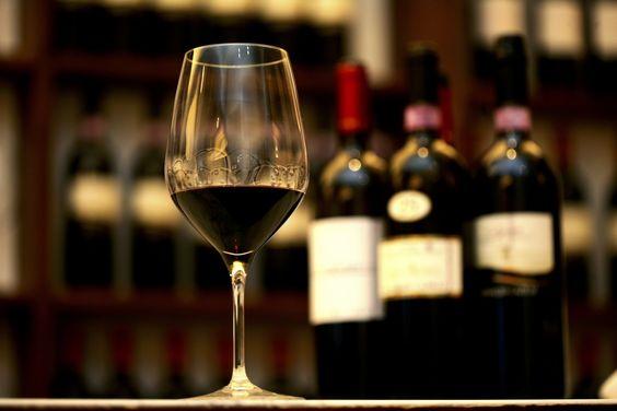 Thưởng Thức Rượu Vang Ý – Thói Quen Khi Tết Về Của Người Việt !