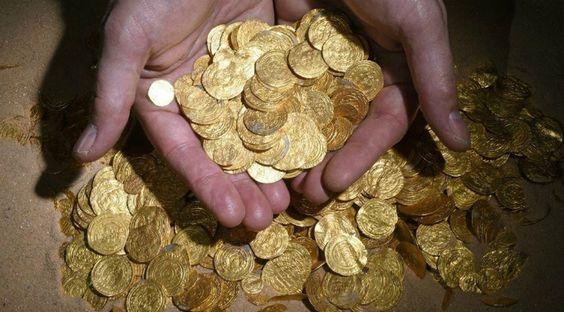 Trésor Césarée IsraëlC'est lors d'une séance en immersion dans les eaux au nord-ouest d'Israël, que les membres d'un club de plongée ont fait une découverte incroyable. Des centaines de pièces d'or vieilles de 1.000 ans ont été retrouvées par leurs soins dans le port antique de Césarée, aux abords de la côte méditerranéenne. Selon l'autorité nationale des antiquités, il s'agit du plus important trésor numismatique mis au jour en Israël jusqu'à présent....   Cet article a été initialement…
